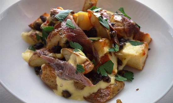 طرز تهیه سیب زمینی با زیتون و ماهی کولی +عکس