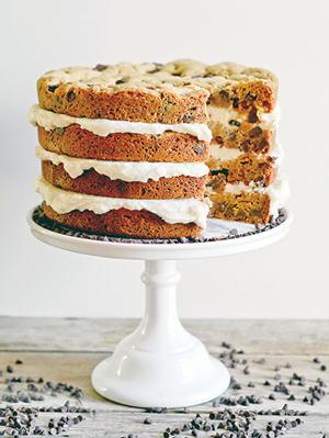 طرز تهیه کیک گردوییِ چند طبقه با خامه کیکی که به راحتی نمی توان از آن گذشت +عکس