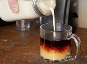 طرز تهیه خامه مخصوص قهوه در خانه
