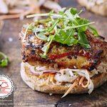 طرز تهیه ساندویچ ران مرغ با سالاد کلم +عکس