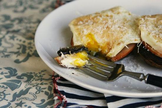 طرز تهیه صبحانه قارچ و گوشت +عکس