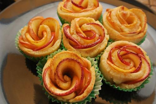 طرز تهیه شیرینی هایی به شکل گل رز