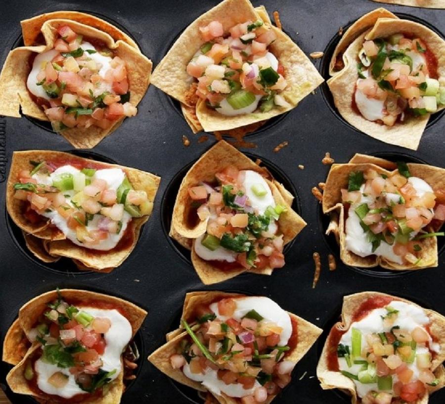 طرز تهیه پیش غذای ۷ لایه مکزیکی با نان تورتیلا +عکس