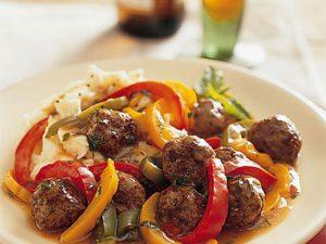 طرز تهیه خوراک توپ گوشتی و فلفل دلمه ای +عکس