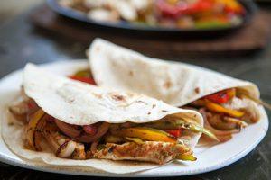 طرز تهیه سالاد فاهیتای مرغ