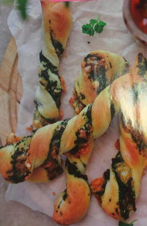 طرز تهیه نان پیچ اسفناج +عکس