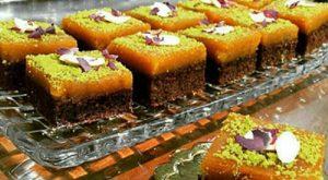 طرز تهیه کیک کاکائویی با تزئین حلوا
