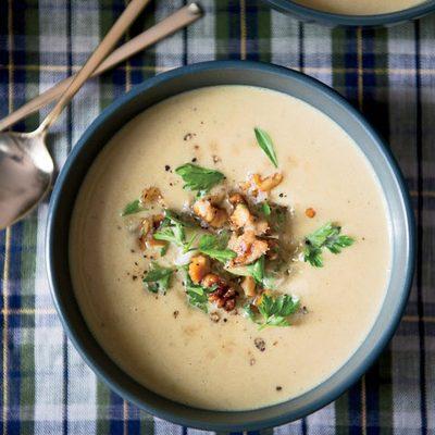 سوپ گردو و خامه