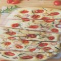 طرز تهیه نان فوکاسیا؛ نان ایتالیایی با گوجه گیلاسی