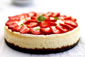 چیز کیک یخچالی وانیل و توت فرنگی مخصوص فصل بهار
