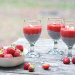 پودینگ توت فرنگی و دانه چیا یک دسر عالی برای افطاری