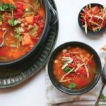 خورش نخود و سبزیجات مراکشی غذایی کامل برای گیاهخواران