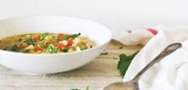 سوپ گل کلم و عدس یک انتخاب سبک برای افطار