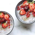 پودینگ دانه چیا با میوه های تابستانی