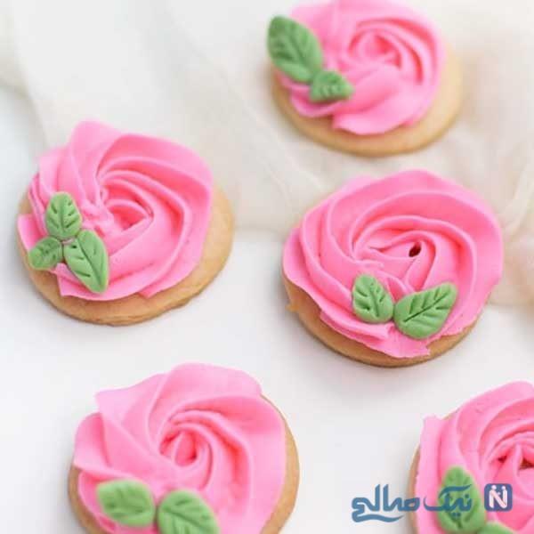 آموزش تزیین کوکی با فوندانت به شکل گل رز با کرم کره