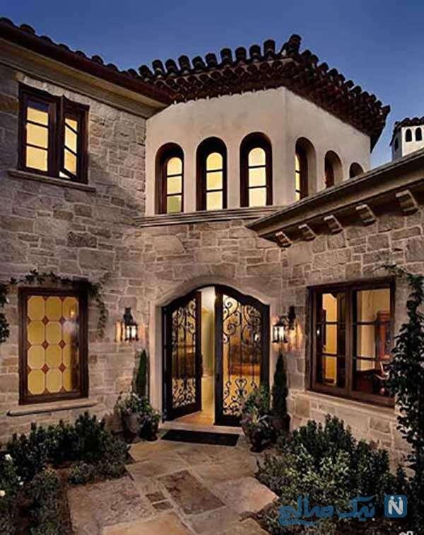 ورودی خانه به سبکی باشکوه