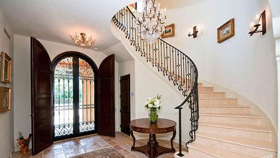 طراحی فضای ورودی خانه به سبکی منحصر بفرد و باشکوه+تصاویر
