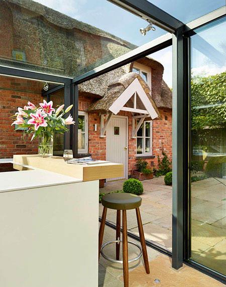 ایده بسیار جذاب آشپزخانه شیشه ای بر روی بام+تصاویر
