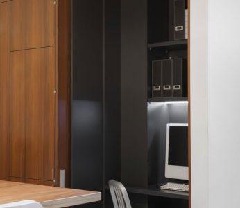 فضای کوچکی که هم آشپزخانه شده است و هم اتاق کار! +تصاویر