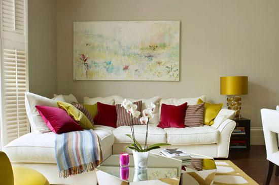 اتاق نشیمن خود را با ایده کوسن های رنگی جذاب متفاوت کنید+تصاویر