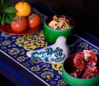 چیدمان سفره شب یلدا با با ظروف سفالی برای پاسداشت آیین کهن ایرانی +تصاویر