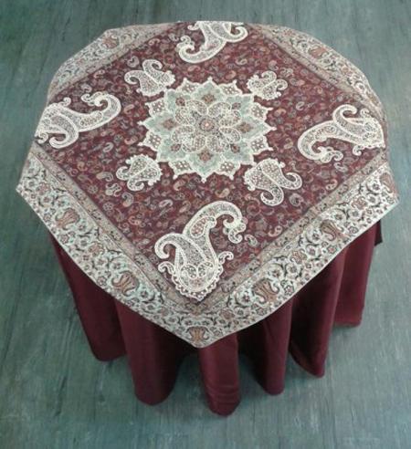 دوخت ساتن روی میز خاطره ست کردن رومیزی برای میز خاطره