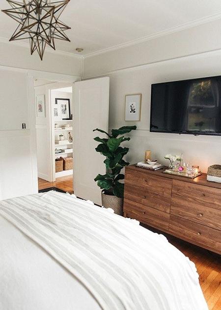 معایب وجود تلویزیون در اتاق خواب