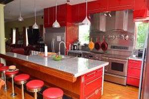 آشپزخانه ای پرانرژی به رنگ قرمز