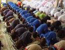 آیا زن و مرد در یک ردیف می توانند نماز بخوانند؟
