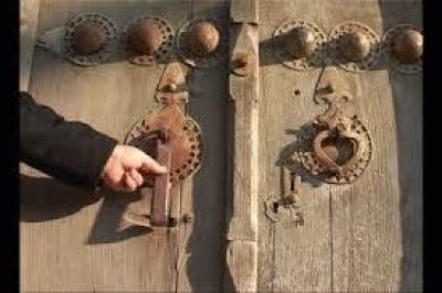 دقالباب یا کوبیدن در ۷ مسجد در ماه صفر سند شرعی دارد؟