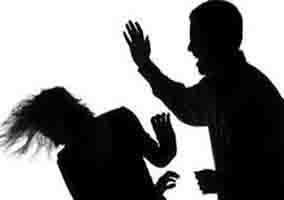 مردی که روی همسرش دست بلند کند