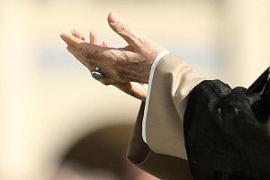 آرامش دل انسان با ذکر و نماز چه زمان میسر نیست