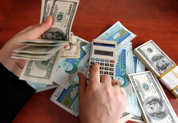 کاهش نرخ سود بانکی و گرانی دلار