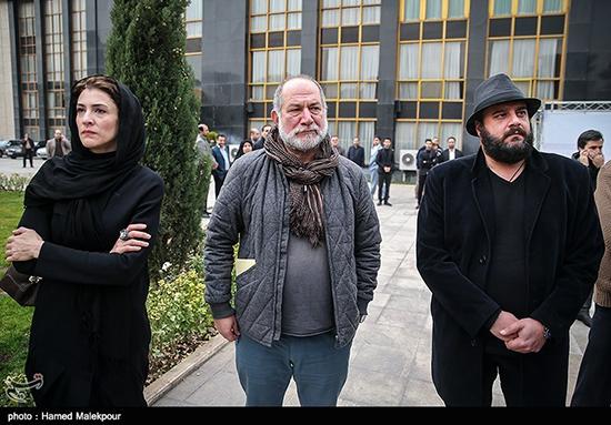 حضور بازیگران در مراسم تشییع انوشیروان ارجمند+عکس