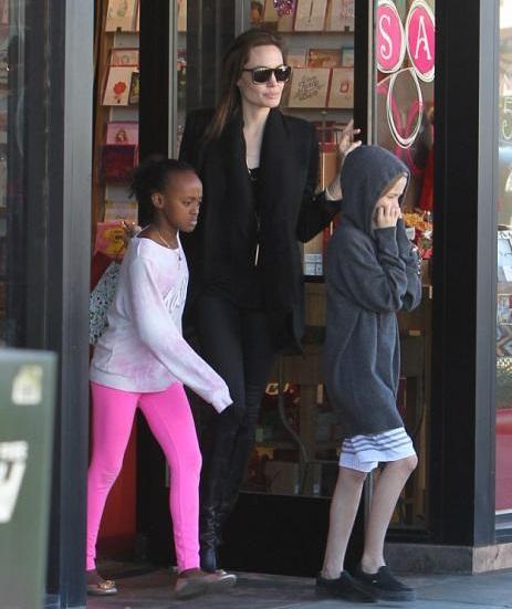 انجلینا جولی و دخترانش بعد از ابله مرغان جولی + عکس