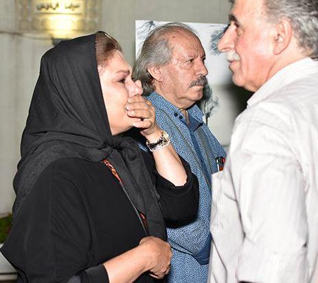 گریه های بازیگر زن مشهور در مراسم یادبود عباس کیارستمی!+تصاویر