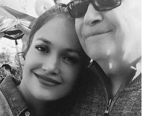 جنیفر لوپز از عکس بدون آرایشش تا سلفی با پدرش!+تصاویر