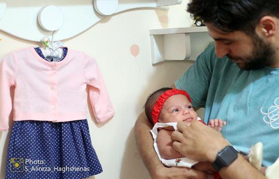 تصویری دیدنی از علی ضیا و خواهر زاده ی تازه به دنیا آمده اش!+عکس