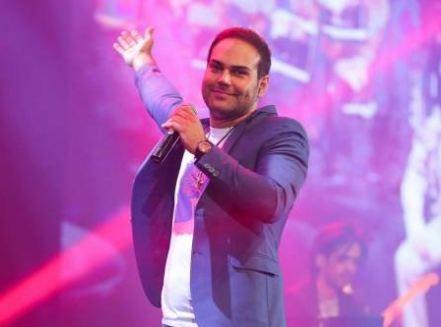 بلیط کنسرت به کمک سیامک عباسی خواننده کشورمان آمد!