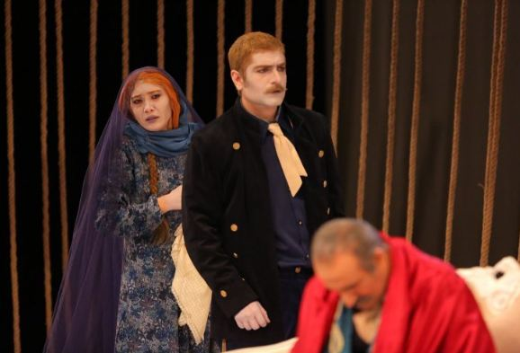 نیکی مظفری با گریمی متفاوت در نمایش کابوس حضرت اشرف!+تصاویر