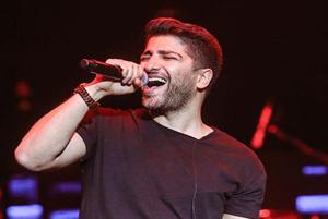 کنسرت زانیار خسروی در پنجمین شب از جشنواره موسیقی فجر!