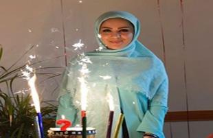جشن تولد ۲۹ سالگی مبینا نصیری در کنار هوادارانش!