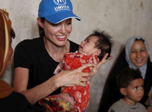 آنجلینا جولی بازیگر خیر و کمک رسان آمریکایی هالیوود!+تصاویر