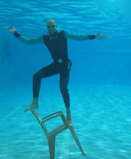 جشن تولد ارشا اقدسی بدلکار ایرانی در زیر آب!!+تصاویر