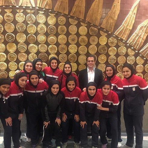محمدرضا گلزار در کنار دختران تیم ملی فوتسال! + عکس