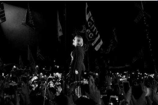 """عکسهای """"ادل"""" خواننده انگلیسی در کنسرتش!+تصاویر"""