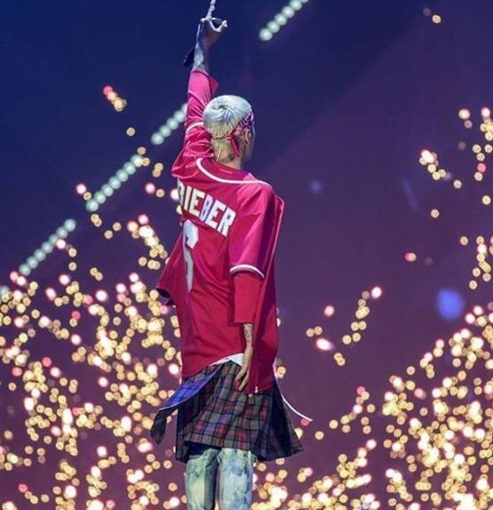 لباس عجیب جاستین بیبر در کنسرت اخیرش!+تصاویر