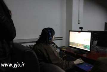 معتادترین فرد به بازی های کامپیوتری +عکس