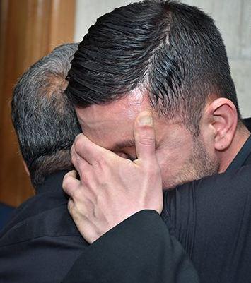 گریه محمد محبیان در مراسم پدرش حبیب!+تصاویر