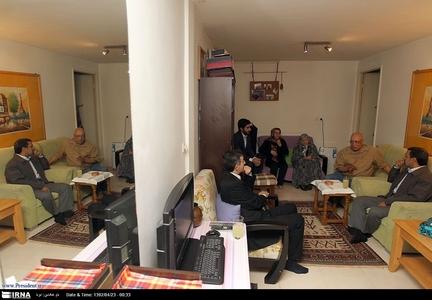 عکس/ بازیگرمشهور در آغوش رئیس جمهور